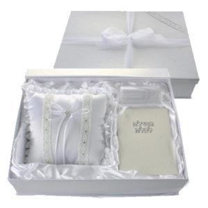 סט לחתן וכלה באריזה מהודרת כולל:תפילה לכלה, כוס לחופה וכרית לטבעת.